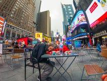 Paisaje urbano del tiempo del día de Time Square imagen de archivo