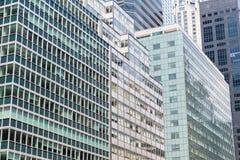 Paisaje urbano denso de rascacielos de acero y de cristal modernos imagen de archivo