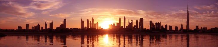 Paisaje urbano dubai, salida del sol Imágenes de archivo libres de regalías