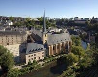Paisaje urbano e iglesia San Juan de Luxemburgo Fotografía de archivo libre de regalías