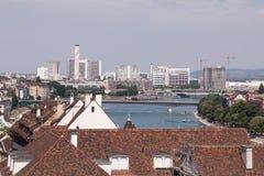 Paisaje urbano en Basilea - visión a lo largo del Rin Fotografía de archivo libre de regalías