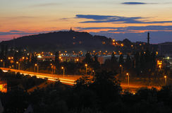 Paisaje urbano en la última oscuridad Imagen de archivo