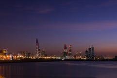 Paisaje urbano en la noche Imagen de archivo libre de regalías