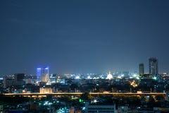 Paisaje urbano en la noche Foto de archivo