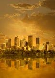 Paisaje urbano en puesta del sol Foto de archivo libre de regalías