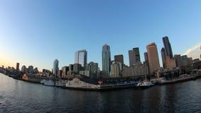 Paisaje urbano Fisheye de la vista lateral del paseo del transbordador de Seattle almacen de video