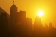 Paisaje urbano hermoso de Hong-Kong en la puesta del sol Fotos de archivo