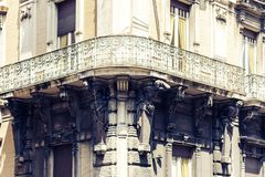 Paisaje urbano hermoso de Italia, fachada de la casa antigua en estilo barroco siciliano en la calle histórica de Catania, Sicili imagen de archivo libre de regalías