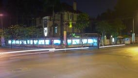 Paisaje urbano hermoso de la noche de Timelapse y embajada ucraniana almacen de metraje de vídeo