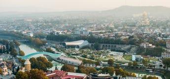 Paisaje urbano hermoso de la puesta del sol de Tbilisi Imágenes de archivo libres de regalías