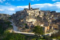 Paisaje urbano hermoso de Matera contra el cielo azul Fotografía de archivo