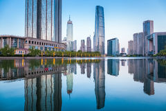 Paisaje urbano hermoso de Tianjin en la oscuridad Imagen de archivo