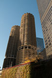 Paisaje urbano moderno y viejo de Chicago céntrica de los edificios fotografía de archivo