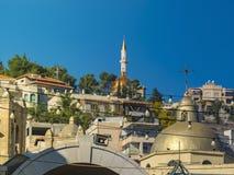 Paisaje urbano Nazaret con los edificios modernos y antiguos en el fondo del cielo azul en el Sun tono Imágenes de archivo libres de regalías