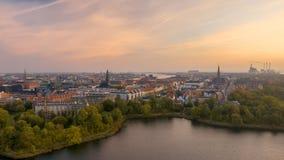 Paisaje urbano nebuloso de Copenhague en el amanecer Imagen de archivo libre de regalías