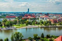 Paisaje urbano panorámico aéreo de Wroclaw con el río Odra Imágenes de archivo libres de regalías