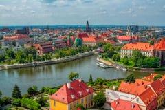 Paisaje urbano panorámico aéreo de Wroclaw con el río Odra Foto de archivo libre de regalías