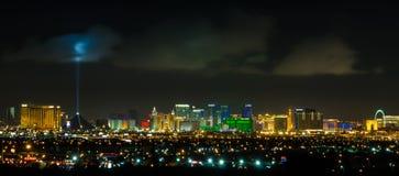 Paisaje urbano panorámico de la tira de Las Vegas en la noche Fotografía de archivo libre de regalías