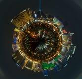 Paisaje urbano panorámico de la tira de Las Vegas en la noche Foto de archivo libre de regalías