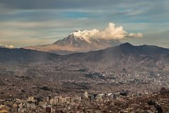 Paisaje urbano panorámico en La Paz en Bolivia Imágenes de archivo libres de regalías