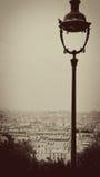 Paisaje urbano parisiense con Bell poste en sepia Fotografía de archivo libre de regalías