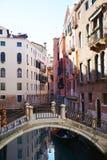 Paisaje urbano romántico en Venecia, Italia Imagen de archivo libre de regalías