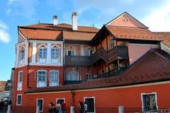 Paisaje urbano típico en Sibiu, capital europea de la cultura por el año 2007 Imágenes de archivo libres de regalías