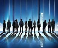 Paisaje urbano Team Concept de la vista posterior de la gente de la silueta Imágenes de archivo libres de regalías
