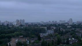 Paisaje urbano Timelapse a partir de la noche al día metrajes