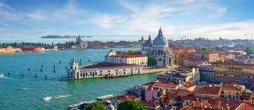 Paisaje urbano veneciano por día foto de archivo libre de regalías