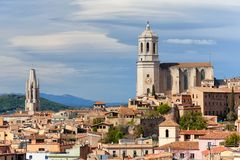 Paisaje urbano y catedral de Girona foto de archivo libre de regalías