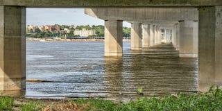 Paisaje urbano y río Misisipi de Alton Imagen de archivo libre de regalías