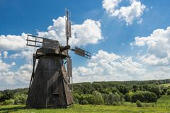 Paisaje, verano, molino de viento fotografía de archivo libre de regalías