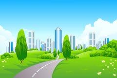 Paisaje verde con la ciudad Foto de archivo