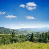 Paisaje verde de la montaña fotos de archivo