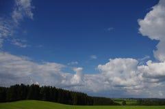 Paisaje verde de las nubes Fotografía de archivo libre de regalías