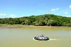 Paisaje verde e industrial del Canal de Panamá fotos de archivo libres de regalías