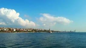 Paisaje virginal de la torre del barco de vapor en Estambul Fotografía de archivo