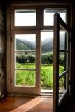 Paisaje visto a través de la ventana Fotos de archivo libres de regalías