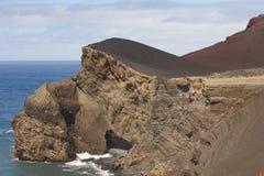 Paisaje volcánico de la costa costa de Azores en la isla de Faial DOS Capelinhos de Ponta Imágenes de archivo libres de regalías