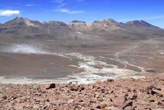 Paisaje volcánico espartano del desierto de Atacama Imagenes de archivo