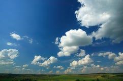 Paisaje y cielo azul fotografía de archivo