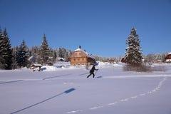 Paisaje y rastros del invierno para los esquiadores Fotografía de archivo