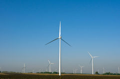 Paisaje y turbinas de viento Fotos de archivo libres de regalías