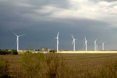 Paisaje y turbinas de viento imágenes de archivo libres de regalías