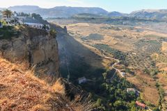 Paisajes andaluces cerca de Ronda, España en la estación de verano foto de archivo