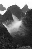 Paisajes chinos con la niebla, Guilin imagen de archivo libre de regalías