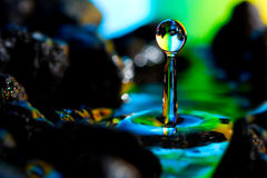 Paisajes coloridos y creativos de la gota del agua Fotografía de archivo