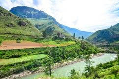 Paisajes de la alta montaña de Bhután fotos de archivo libres de regalías
