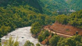 Paisajes de montañas en Armenia El río de la montaña metrajes